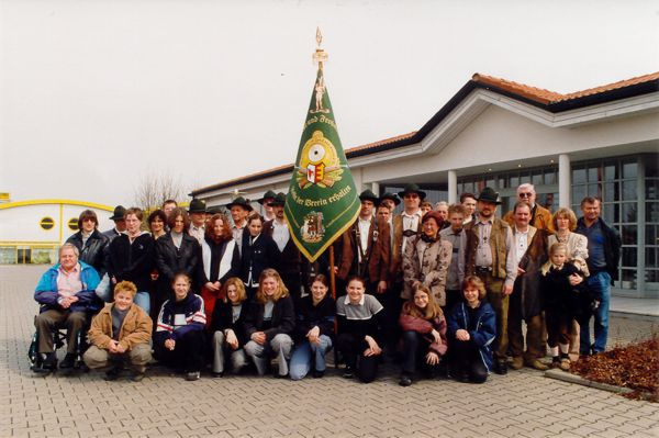 Delegation zur Abholung der neuen Fahne in Schierling